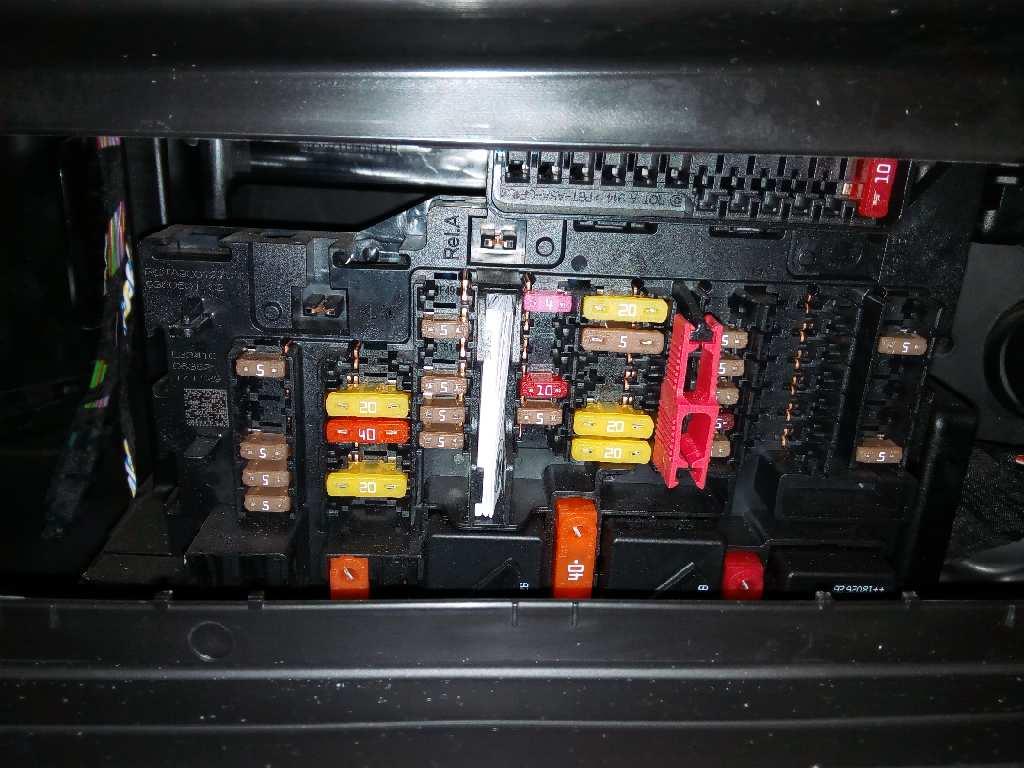Fuse box BMW X1 (F48) sDrive 18 d | B-Parts | X1 Fuse Box |  | B-Parts