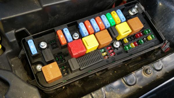 fuse box on saab 93 fuse box saab 9 3  ys3f  e79  d79  d75  24436039 460023260 b parts  fuse box saab 9 3  ys3f  e79  d79  d75