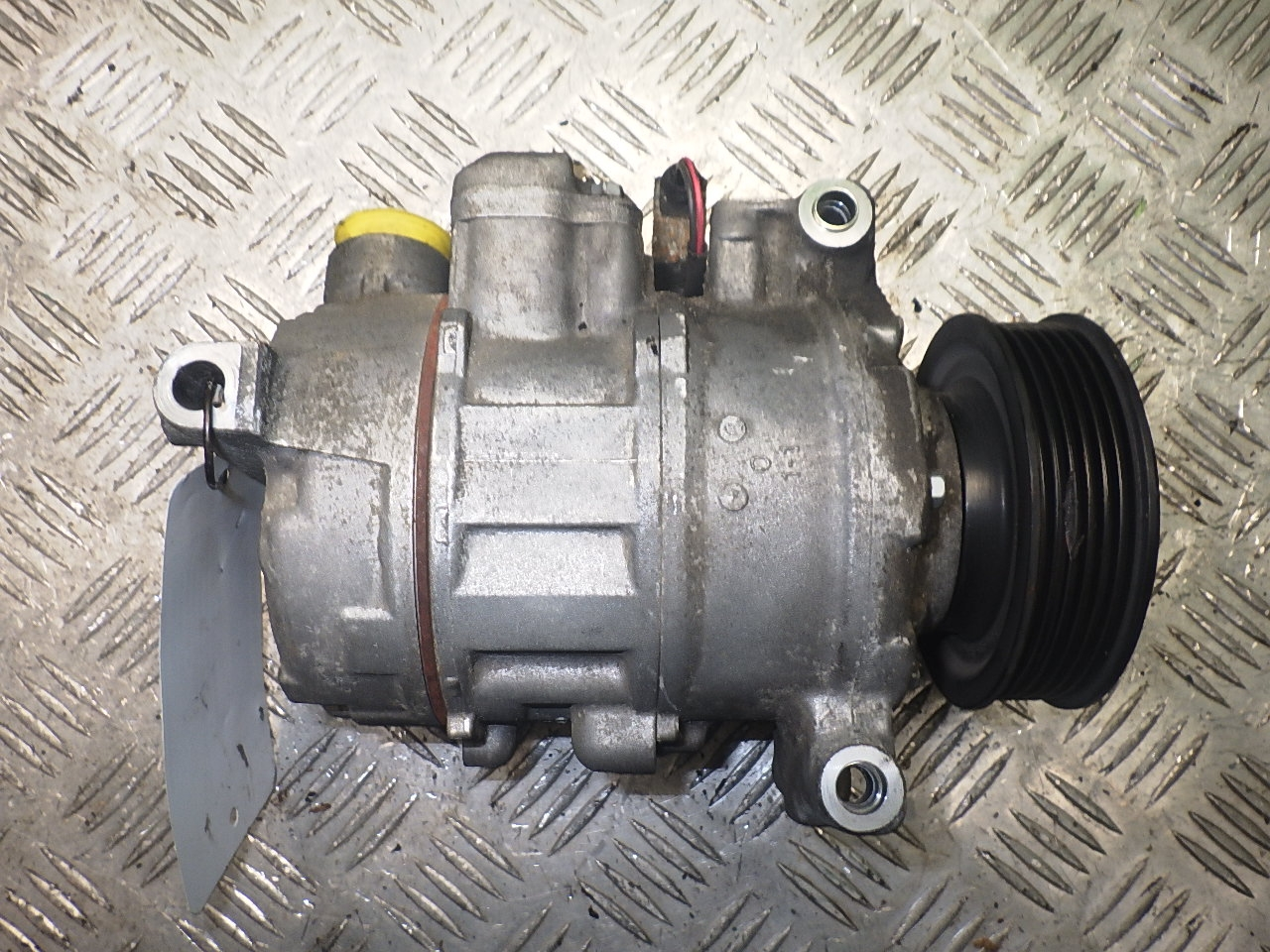 // 2004-3.0 TDI quattro 8EC AUDI A4 Klimakompressor