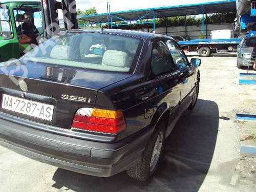 Pára-choques traseiro BMW 3 Coupe (E36) 325 i  27443336