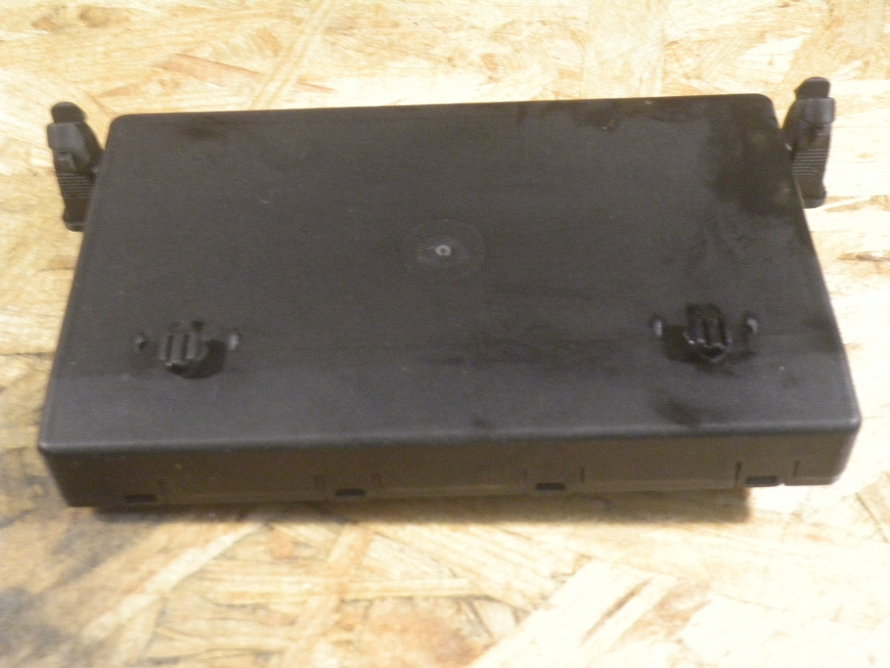 2005 Mercedes Benz Vito W639 Front Left Side Door Control module ECU 6398201026