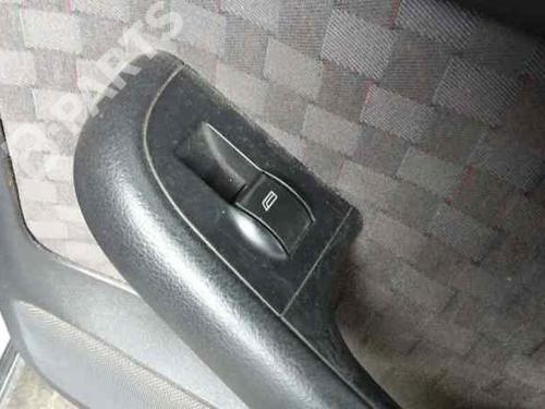 Interrupteur de vitre arrière droite AUDI A6 (4B2, C5) 2.5 TDI  25832918