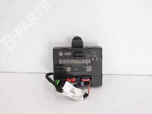 AUDI: 8X0959795C Venstre bak lås Q3 (8UB, 8UG) 2.0 TDI quattro (184 hp) [2014-2018]  6743633